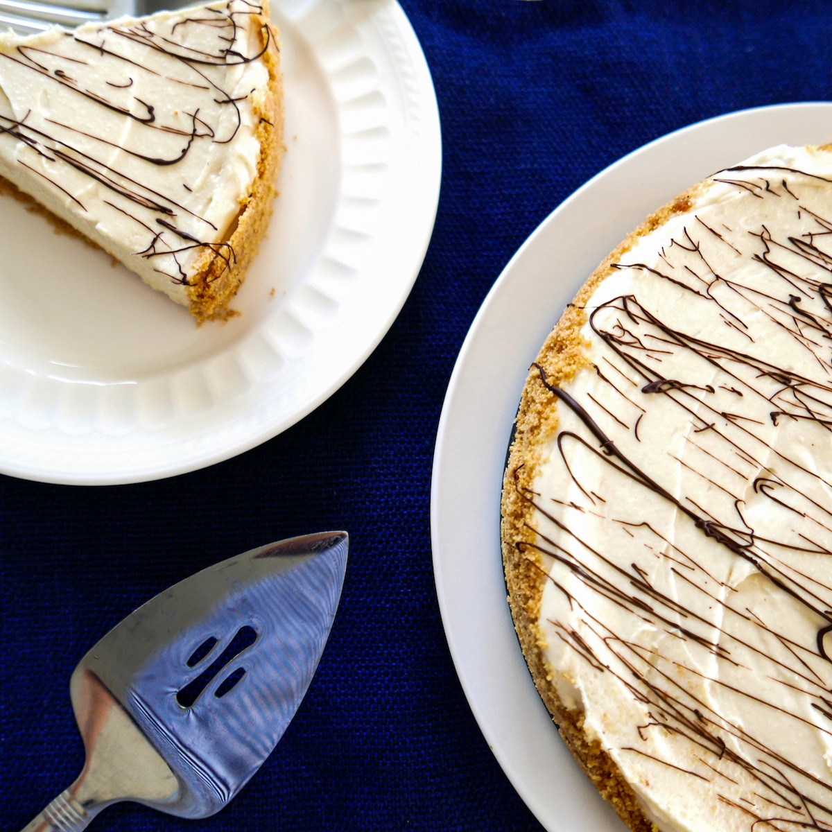 no bake tahini cheesecake on two plates with pie server